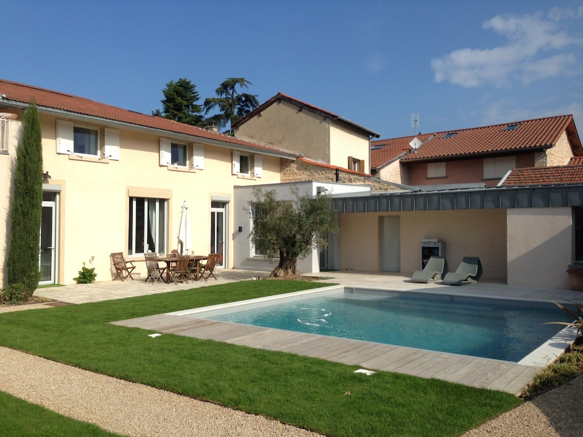 Ambiance piscine et pool house les architecteurs for Construction pool house piscine