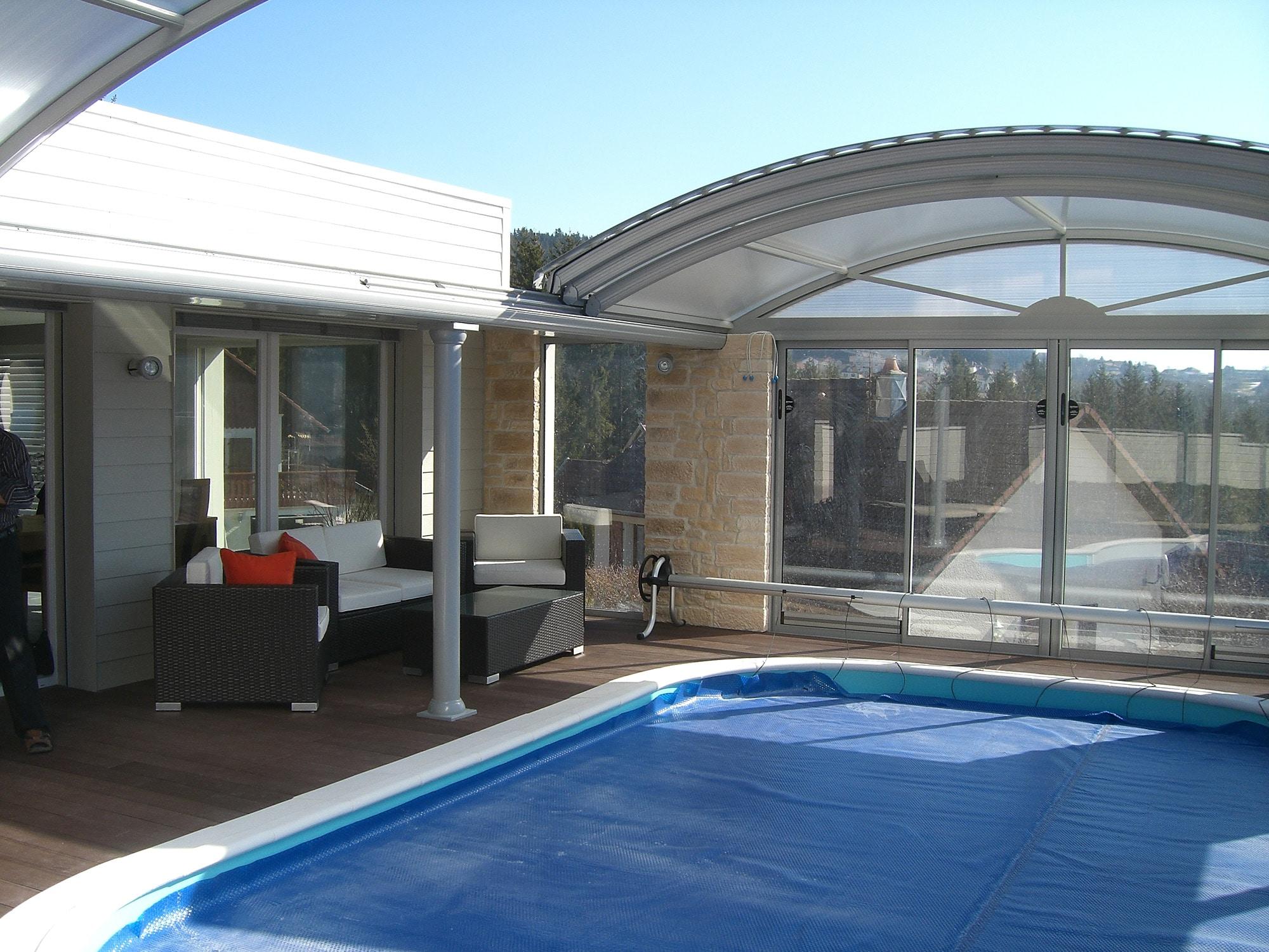 Piscine couverte sur terrasse les architecteurs for Piscine couverte prix