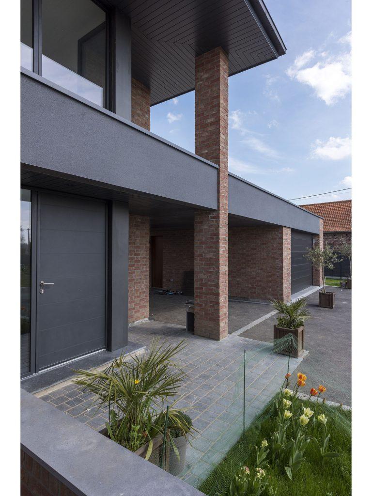 POUWELS_HAB_terrasse_maison_semi-cubique_briques