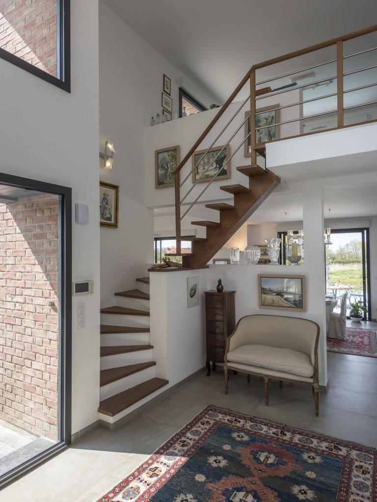 POUWELS_HAB_escalier-galerie_maison_semi-cubique_briques