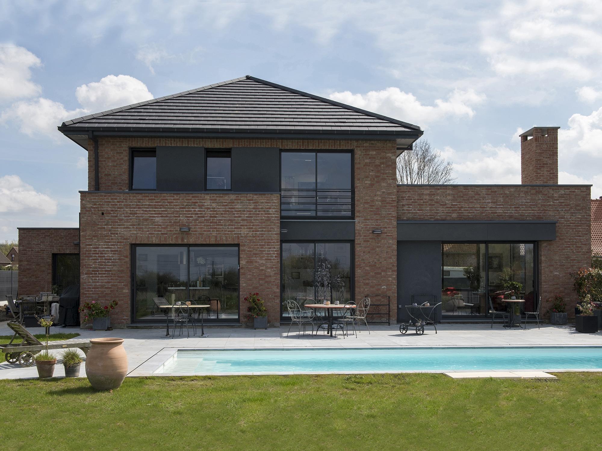 Maison semi cubique en briques for Prix maison cubique