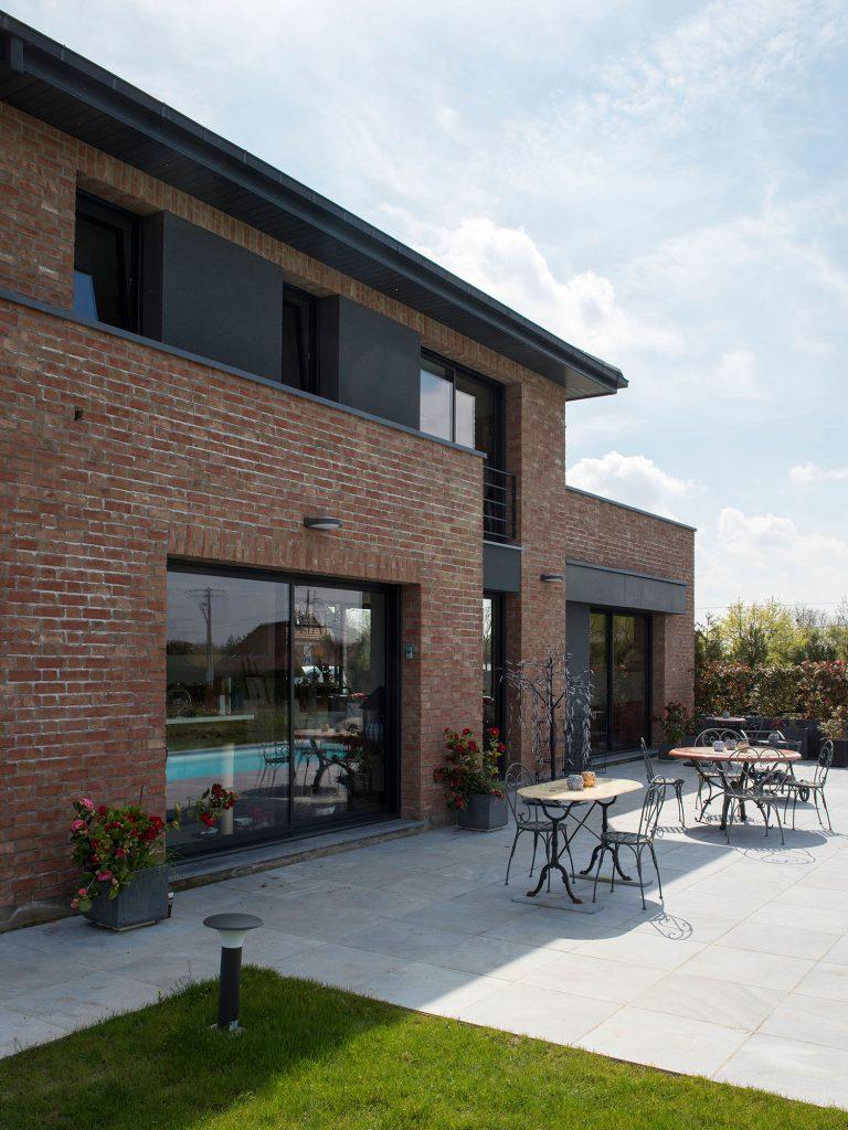 Maison semi cubique en briques - Enduit sur brique rouge ...